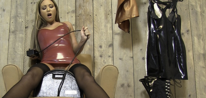VIDEO: Found a sybian!!
