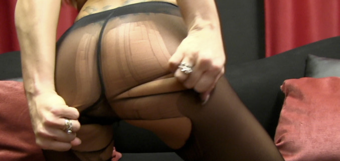 VIDEO: Ripping my Pantyhose